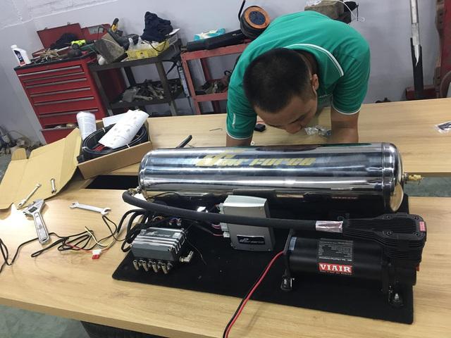 VinFast Lux A2.0 đầu tiên tại Việt Nam độ thân rộng, hạ gầm như siêu xe - Ảnh 6.