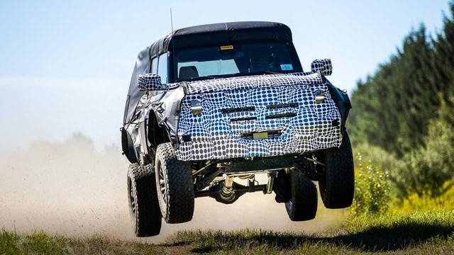 Ford Bronco phiên bản mới nhá hàng: Gầm xe tiết lộ nhiều điều