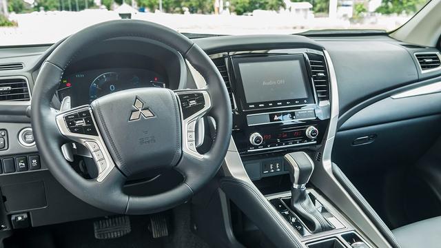 Mitsubishi Pajero Sport 2020 sắp bán tại Việt Nam lộ loạt trang bị mới, tạo sức ép cho Toyota Fortuner - Ảnh 3.