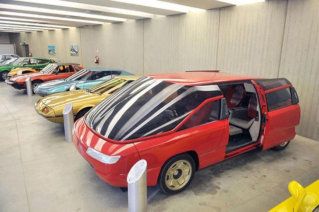 4 mẫu xe hơi xấu đau đớn nhưng gỡ gạc nhờ nội thất - Ảnh 2.