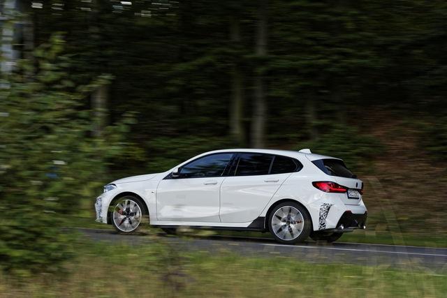 BMW sắp ra mắt xe nhỏ cạnh tranh Honda Civic, đánh thẳng vào phân khúc phổ thông - Ảnh 2.