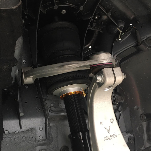 VinFast Lux A2.0 đầu tiên tại Việt Nam độ thân rộng, hạ gầm như siêu xe - Ảnh 5.