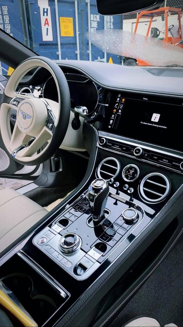 Bentley Continental GT V8 thứ 2 về Việt Nam với diện mạo khác biệt - Ảnh 2.
