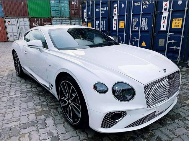 Bentley Continental GT V8 thứ 2 về Việt Nam với diện mạo khác biệt - Ảnh 1.