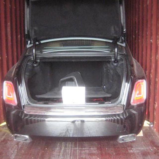 Khui công Rolls-Royce Phantom VIII màu độc giá hàng chục tỷ đồng vừa về Việt Nam - Ảnh 1.