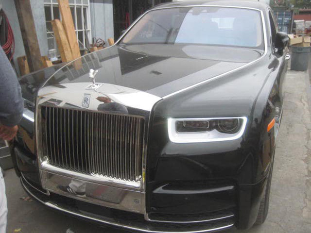 Khui công Rolls-Royce Phantom VIII màu độc giá hàng chục tỷ đồng vừa về Việt Nam - Ảnh 4.
