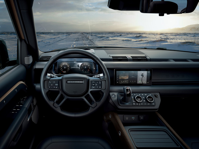 Land Rover Defender 2020 trình làng khách Việt: Thiết kế lột xác, giá từ dưới 4 tỷ đồng cạnh tranh Mercedes-Benz G-Class - Ảnh 3.
