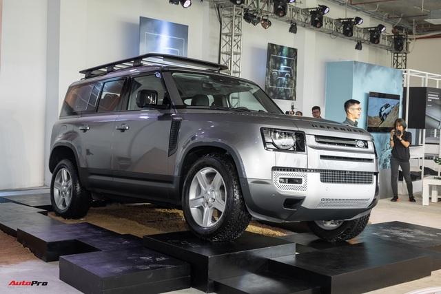 Land Rover Defender 2020 trình làng khách Việt: Thiết kế lột xác, giá từ dưới 4 tỷ đồng cạnh tranh Mercedes-Benz G-Class - Ảnh 1.