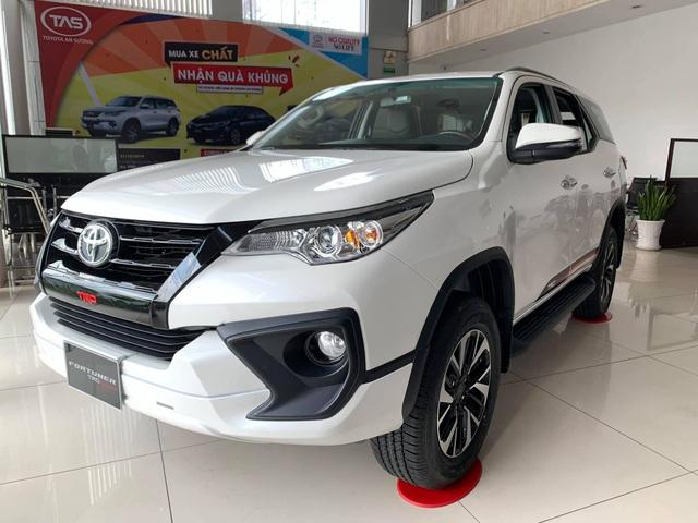 Toyota Fortuner tiếp tục giảm sập sàn: Cao nhất hơn 150 triệu đồng, 15/9 dự kiến ra mắt bản mới - Ảnh 1.