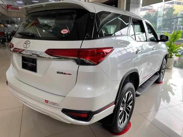 Toyota Fortuner tiếp tục giảm sập sàn: Cao nhất hơn 150 triệu đồng, 15/9 dự kiến ra mắt bản mới - Ảnh 2.