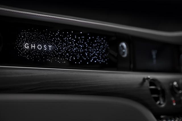 Rolls-Royce Ghost thế hệ mới trình làng: Bóng ma với thiết kế mặt cười ma mị, phá cách hẳn so với Phantom - Ảnh 6.