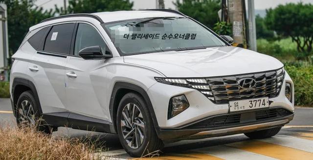 Hyundai Tucson 2021 lăn bánh ngoài đời thực: Đẹp như xe sang, chờ ngày về Việt Nam đấu Honda CR-V và Mazda CX-5 - Ảnh 1.