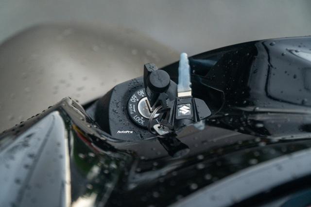 Chi tiết Suzuki Intruder 150 vừa ra mắt tại Việt Nam: Giá 90 triệu đồng, cruiser phân khúc bình dân - Ảnh 9.