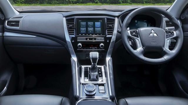 Mitsubishi Pajero Sport 2020 sắp ra mắt Việt Nam lộ thêm thông tin trước giờ G: Full option như xe Thái, đe doạ Toyota Fortuner - Ảnh 4.