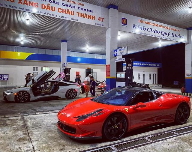 Dàn siêu xe Sài Gòn trị giá trăm tỷ tụ hội: Màu sắc sặc sỡ, một chiếc giống trong phim hoạt hình - Ảnh 4.