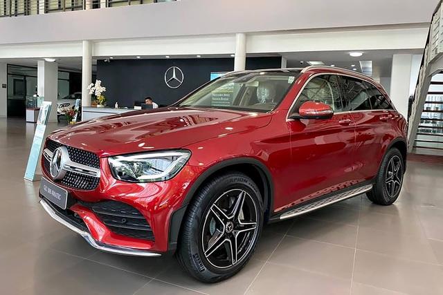 Người dùng phản ánh Mercedes-Benz GLC 300 cắt trang bị an toàn nhưng giá vẫn tăng 100 triệu đồng - Ảnh 1.