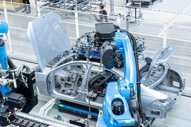 Sang chảnh như Mercedes-Benz S-Class mới: Nhà xưởng sản xuất cũng trị giá tới 2,5 tỷ USD - Ảnh 3.
