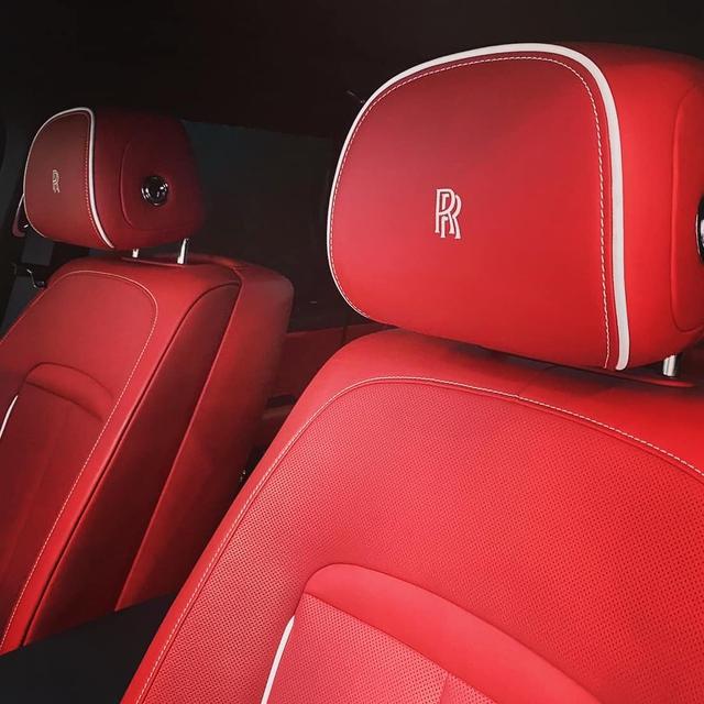Minh nhựa lần đầu chia sẻ về Rolls-Royce Cullinan mới tậu: 'Đợi cả năm để nhận xe' - Ảnh 3.