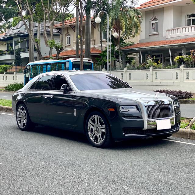 Sau gần 1 thập kỷ, Rolls-Royce Ghost hạ giá rẻ hơn cả Mercedes-Maybach đập hộp - Ảnh 7.