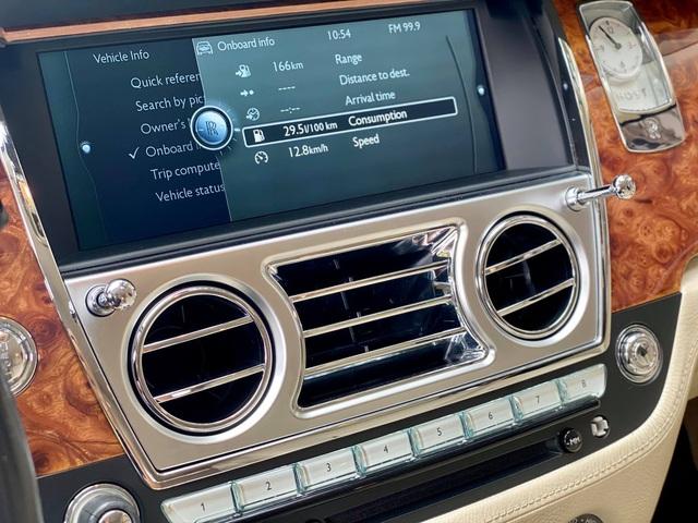 Sau gần 1 thập kỷ, Rolls-Royce Ghost hạ giá rẻ hơn cả Mercedes-Maybach đập hộp - Ảnh 5.