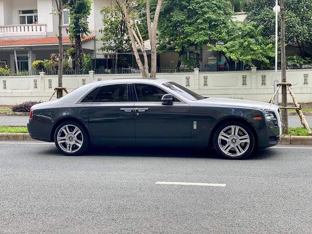 Sau gần 1 thập kỷ, Rolls-Royce Ghost hạ giá rẻ hơn cả Mercedes-Maybach đập hộp - Ảnh 2.