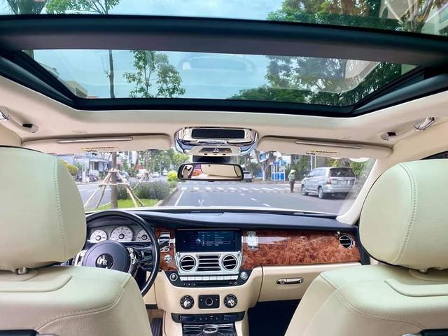 Sau gần 1 thập kỷ, Rolls-Royce Ghost hạ giá rẻ hơn cả Mercedes-Maybach đập hộp - Ảnh 3.
