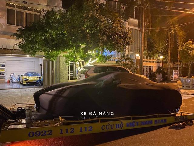 McLaren 720S Spider dau tien Viet Nam cap ben Da Nang nam chung garage voi mot chiec dac biet khong kem