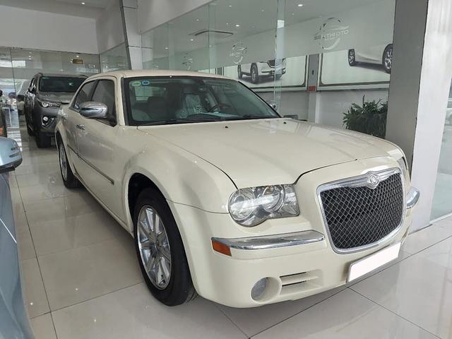 'Bentley nước Mỹ' bán lại ngang giá Toyota Camry dù chỉ chạy 6.300km mỗi năm - Ảnh 1.