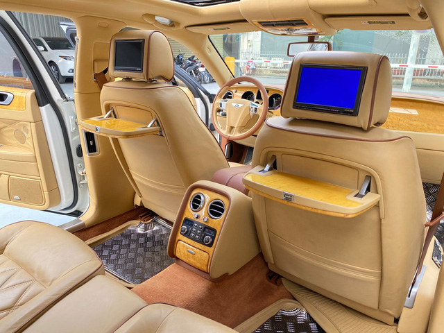 Sau 35.000km, xe Bentley xuống giá rẻ ngang 2 chiếc Toyota Camry đập hộp - Ảnh 4.