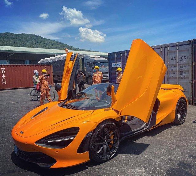 Thêm McLaren 720S Spider về Việt Nam, màu sơn dễ nhầm lẫn với chiếc của doanh nhân Nguyễn Quốc Cường - Ảnh 1.