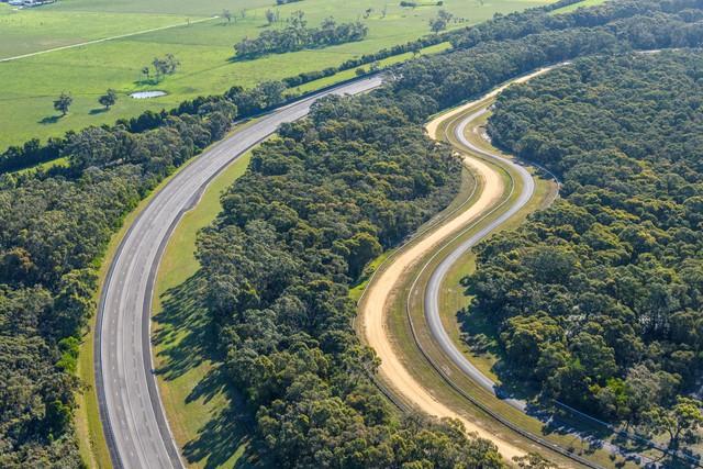 VinFast chính thức mua lại trung tâm thử nghiệm ô tô của GM tại Úc - Bàn đạp đưa hãng xe Việt ra thế giới - Ảnh 1.