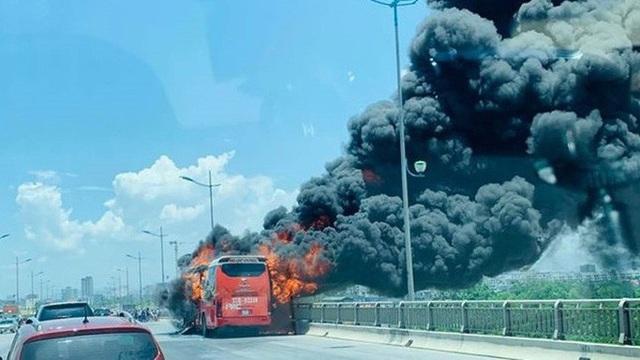 Nắng nóng kỷ lục, cảnh báo nguy cơ cháy nổ ô tô