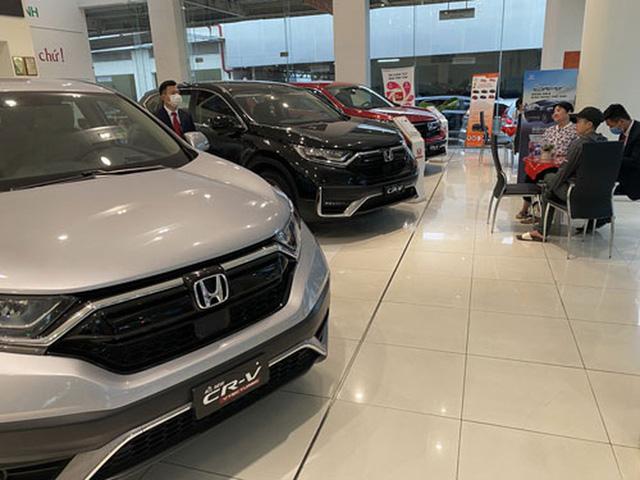 Chuyện lạ trên thị trường ô tô cuối năm  - Ảnh 1.