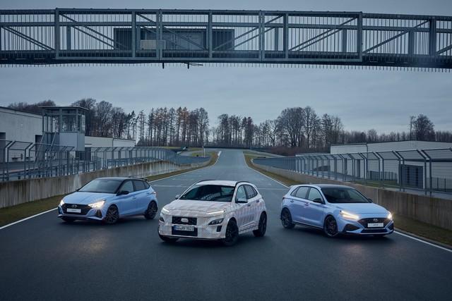 Hyundai lại nhá hàng Kona N, xác nhận động cơ và hộp số sử dụng - Ảnh 3.