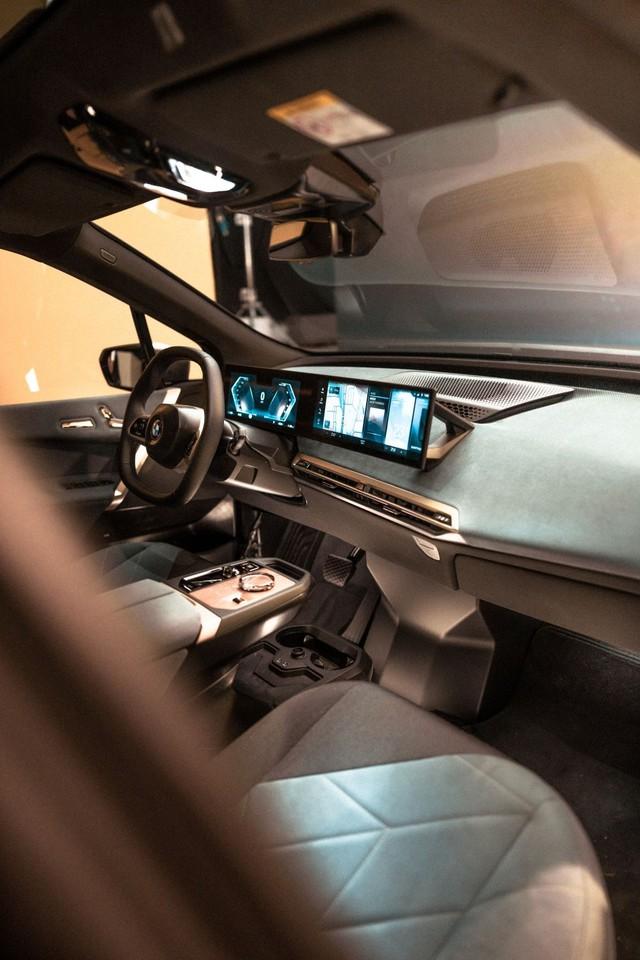 BMW công bố hệ thống iDrive đỉnh cao cho các chủ lực tương lai đối đầu màn 56 inch của Mercedes - Ảnh 1.