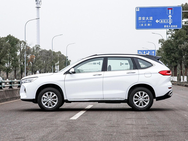 Nội thất vượt mong đợi của xe Trung Quốc giá rẻ 256 triệu đồng - Ảnh 2.