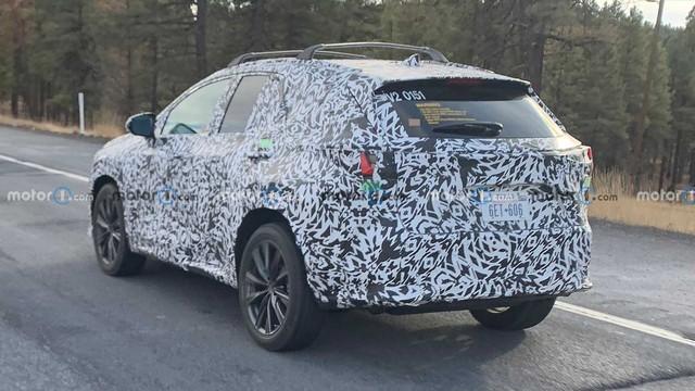 Lexus NX đời mới lộ mặt lần đầu: Có điểm giống RAV4, cạnh tranh GLC - Ảnh 3.