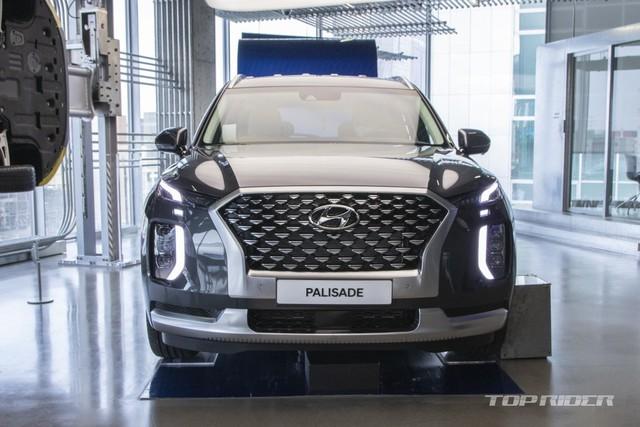 Ảnh thực tế Hyundai Palisade phiên bản VIP tại đại lý: Ghế sau đúng chất ông chủ, xịn không kém Maybach, giá quy đổi hơn 1,1 tỷ đồng - Ảnh 2.