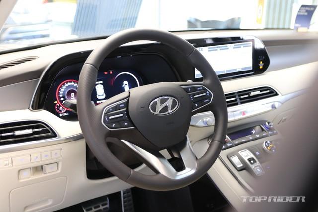 Ảnh thực tế Hyundai Palisade phiên bản VIP tại đại lý: Ghế sau đúng chất ông chủ, xịn không kém Maybach, giá quy đổi hơn 1,1 tỷ đồng - Ảnh 3.