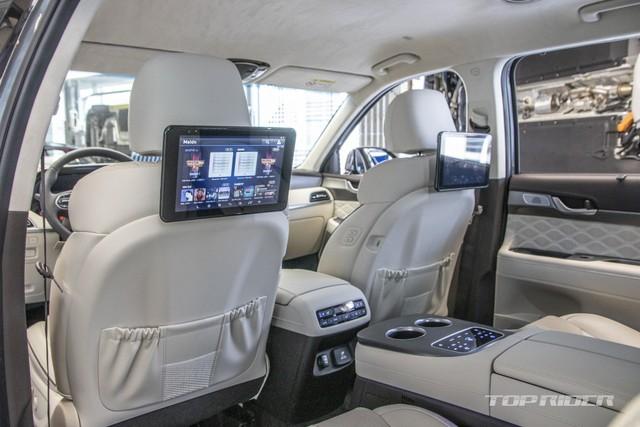 Ảnh thực tế Hyundai Palisade phiên bản VIP tại đại lý: Ghế sau đúng chất ông chủ, xịn không kém Maybach, giá quy đổi hơn 1,1 tỷ đồng - Ảnh 8.