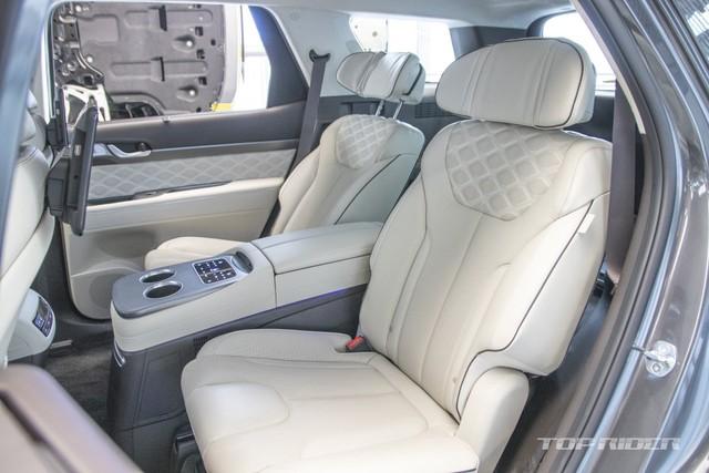 Ảnh thực tế Hyundai Palisade phiên bản VIP tại đại lý: Ghế sau đúng chất ông chủ, xịn không kém Maybach, giá quy đổi hơn 1,1 tỷ đồng - Ảnh 10.