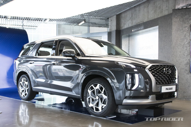 Ảnh thực tế Hyundai Palisade phiên bản VIP tại đại lý: Ghế sau đúng chất ông chủ, xịn không kém Maybach, giá quy đổi hơn 1,1 tỷ đồng - Ảnh 1.