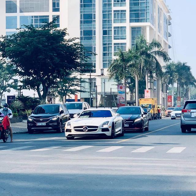 Mercedes-AMG SLS lạ lẫm về Việt Nam ăn Tết với bộ bodykit gây chú ý, dân tình vẫn tò mò về nguồn gốc siêu xe - Ảnh 1.