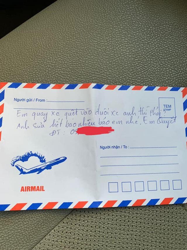 Ô tô bị quệt xước, tài xế vẫn thấy vui vì thủ phạm gửi phong bì rỗng kèm dòng chữ biết điều - Ảnh 2.