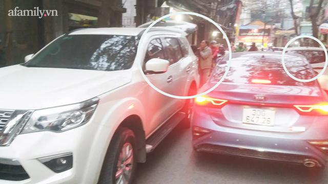 Hà Nội: Những chiếc xe vô duyên giữa giờ cao điểm khiến người đi đường tức ói máu - Ảnh 4.