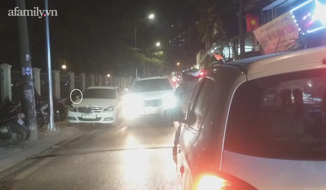 Hà Nội: Những chiếc xe vô duyên giữa giờ cao điểm khiến người đi đường tức ói máu - Ảnh 5.