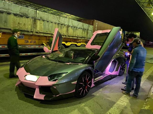 Bộ đôi siêu xe đình đám từng bị tạm giữ tại An Giang tái xuất, vẫn giữ gói độ theo phong cách độc nhất vô nhị - Ảnh 1.