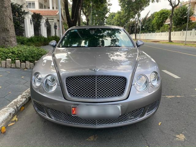 13 năm tuổi, Bentley Continental Flying Spur màu hiếm hạ giá chỉ còn 2 tỷ đồng - Ảnh 1.