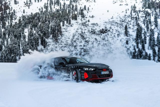 Audi E-Tron GT - Kỳ phùng địch thủ Porsche Taycan chốt lịch ra mắt đầu tháng 2 - Ảnh 4.