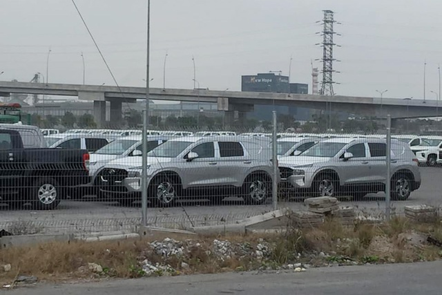 Xuất hiện lô cả chục xe Hyundai Santa Fe 2021 tại Việt Nam với đặc điểm lạ ở phía sau - Ảnh 1.